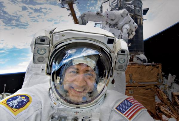 An Astronaut Who Overcame the Odds | Kid Reporters' Notebook | Scholastic Inc.
