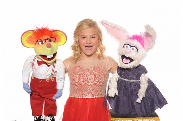 Darci Lynne with her ventriloquist puppets Oscar the Mouse and Petunia the Rabbit.