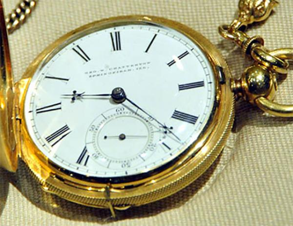 Was the inside of President Abraham Lincoln's pocket watch inscribed with a special message when the Civil War broke out? The watch is now part of the permanent collection of the National Museum of American History, a Smithsonian Institution in Washington, D.C.
